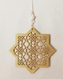 Ottekantet stjerne - lys guld